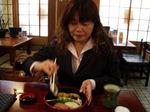 図5 昼はお寿司屋さんで一息.jpg