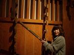 図2 昔を思い出し(戦国時代?)、銃をてにとる佐藤.jpg