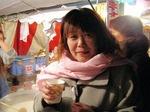 図5 かくいう佐藤も夜店で甘酒をいただく(笑).jpg