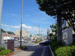 図7 会場の広島健康福祉センター前、やはり暑かった!.jpg