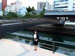 ●出島表門橋の横に立つ●.jpg