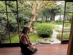 ●小泉八雲旧居で寛ぐ、秋明菊が美しい●.jpg