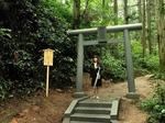 ●かびれ神宮への表参道に立つ鳥居●.jpg
